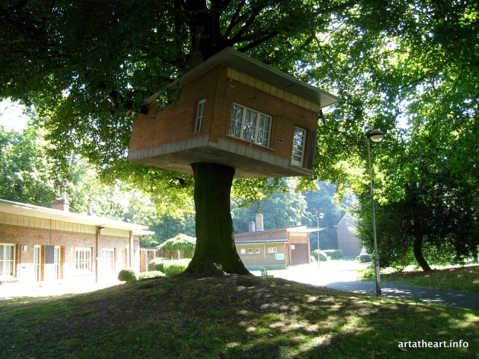 Tree house by Benjamin Verdonck