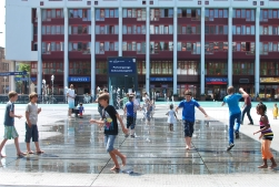 The kids couldn't get enough of this water feature on the Schouwburgplein.